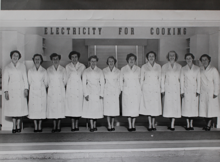 ESB demonstrators at the Spring Show in the RDS, 1953 (Courtesy of the ESB Archives)